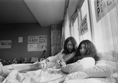 Yoko-Ono_Bed_Peace_1969