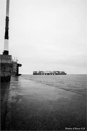 Le Magellan passe les digues du Havre photo d'Eaux G.B