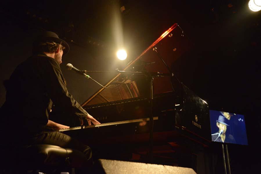 PIANOS EN GARES