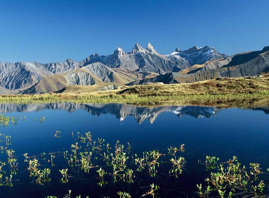 Les Aiguilles d'Arves depuis le lac Guichard