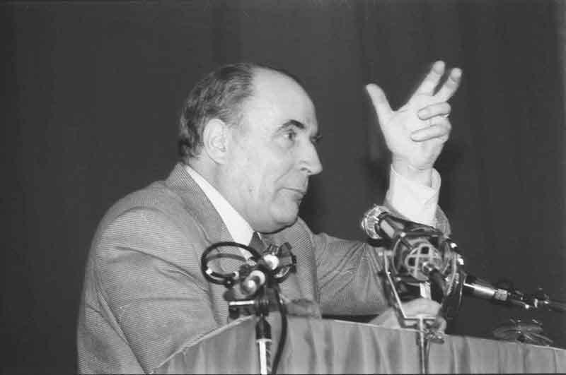François Mitterrand à CAEN lors de la campagne des présidentielles de 1981- Photo : Jacques PAILLETTE