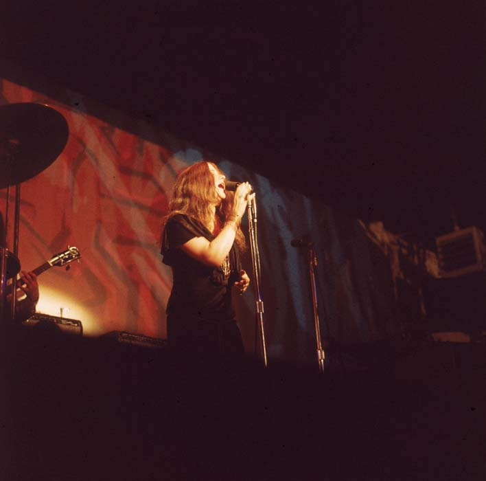 American rock and roll singer Janis Joplin (1943 - 1970) sings into a microphone on stage in a poorly lit venue, late 1960s. (Photo by Lambert/Getty Images)