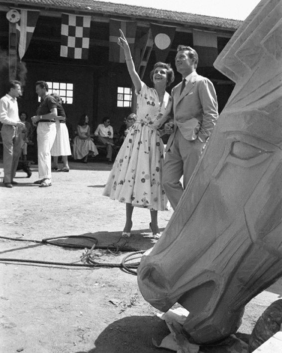 Rendez vous avec Rossana Podesta avec l'acteur Jacques Sernas. 1960