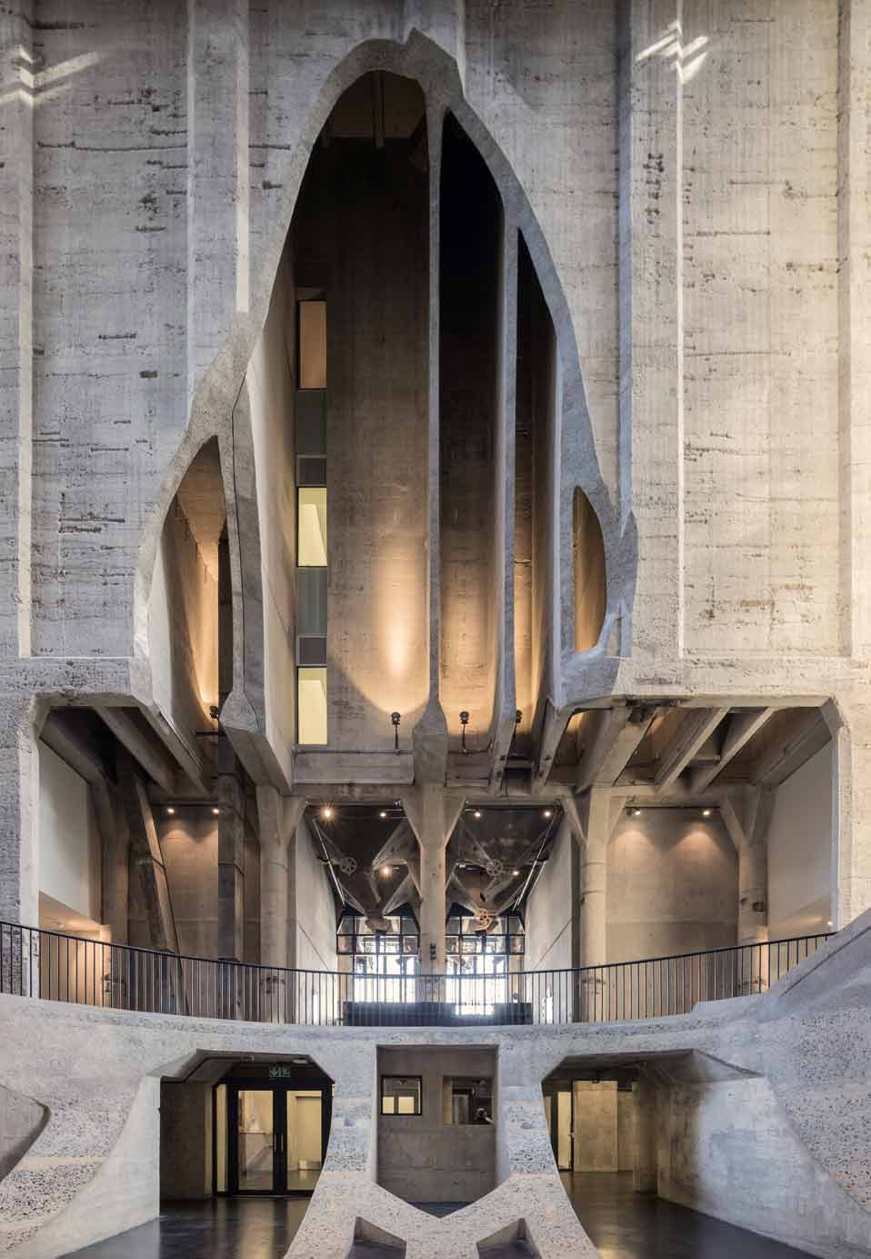 ZeitzMOCAA_HeatherwickStudio_Credit_Iwan-Baan_Atrium-view-towards-entrance