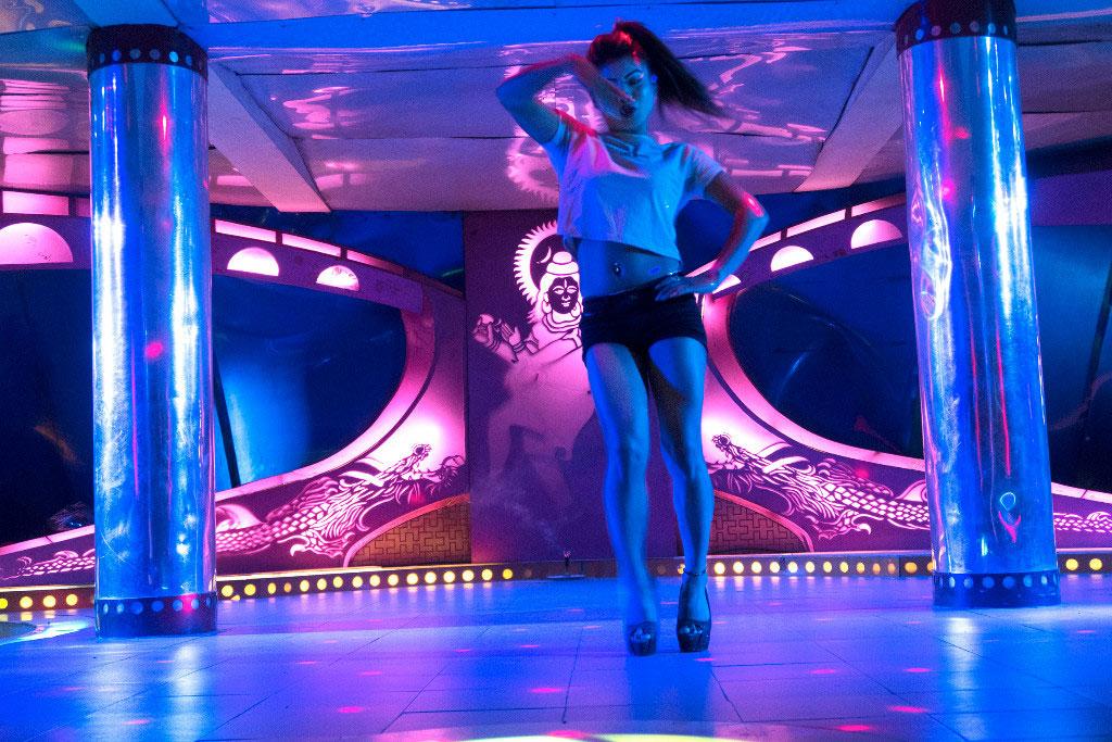 Nasha Dance Bar, Katmandou - Mars 2017 © Lizzie Sadin pour la Fondation Carmignac