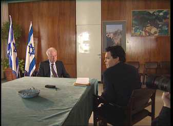 Amos Gitai inter viewant Yitzhak Rabin