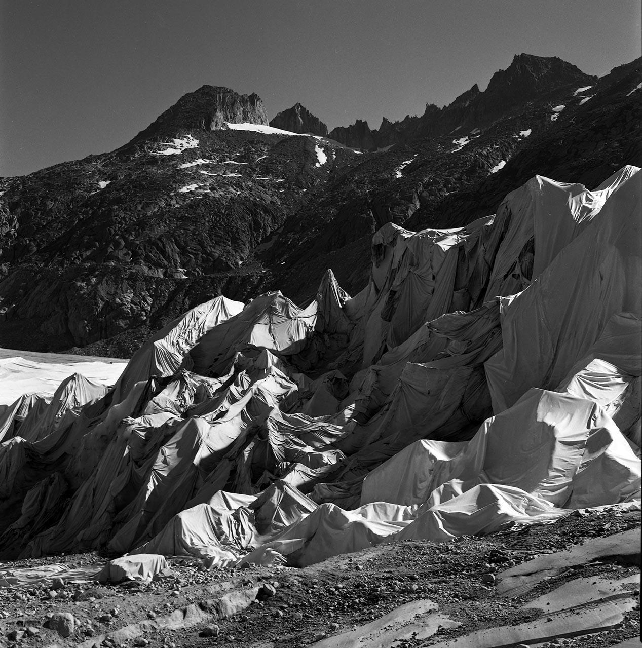 Linceul du glacier, 2019, installation insitu by Garo