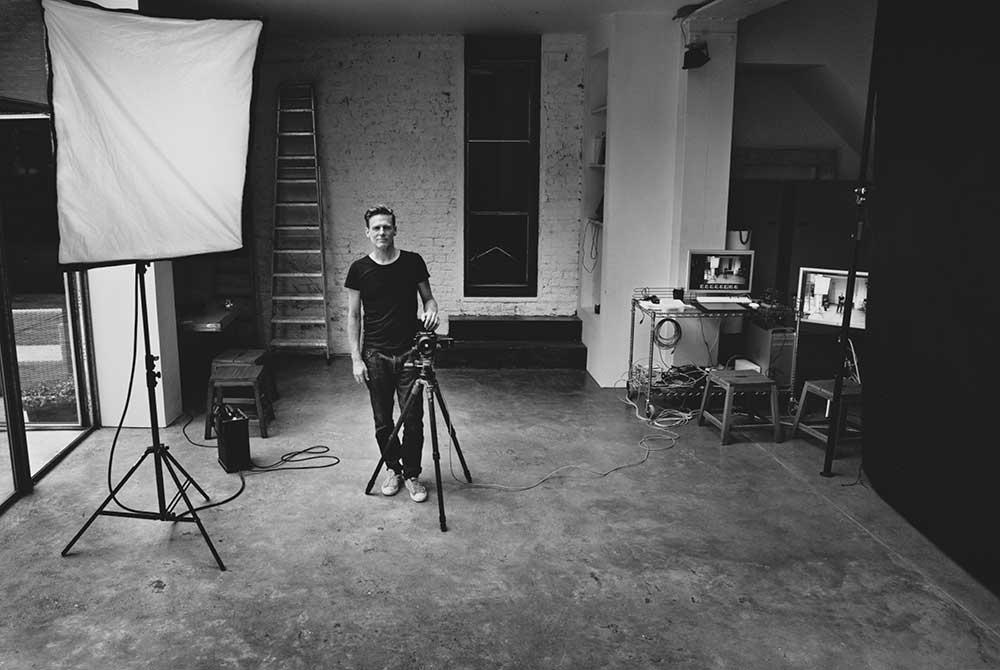 Bryan Adams dans son studio